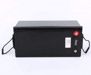 12,8 V: n 200 Ah: n ladattava litiumparisto energian varastointiin lyijyhapon korvaamiseen 12 V: n lfp-akku aurinkosähköä varten